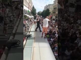 Impressionnante vague de manifestants aujourd'hui à Nice ....c'est juste incroyable 😰🙏
