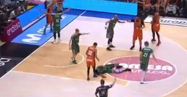 Баскетболист испанского клуба потерял сознание во время матча