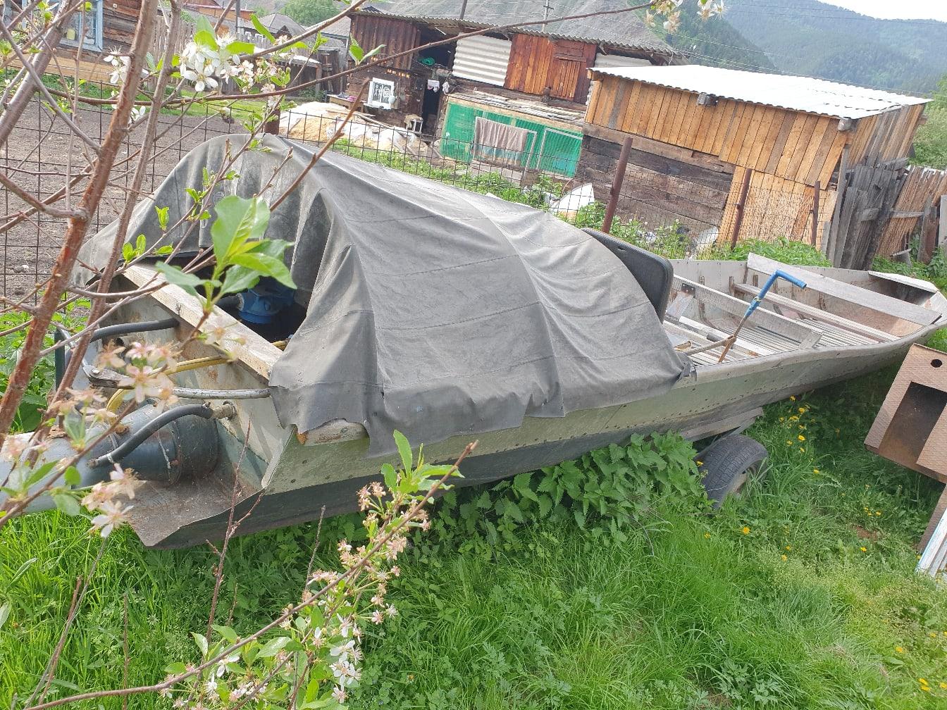 Продам лодку,водомёт(металл),тел89832575574