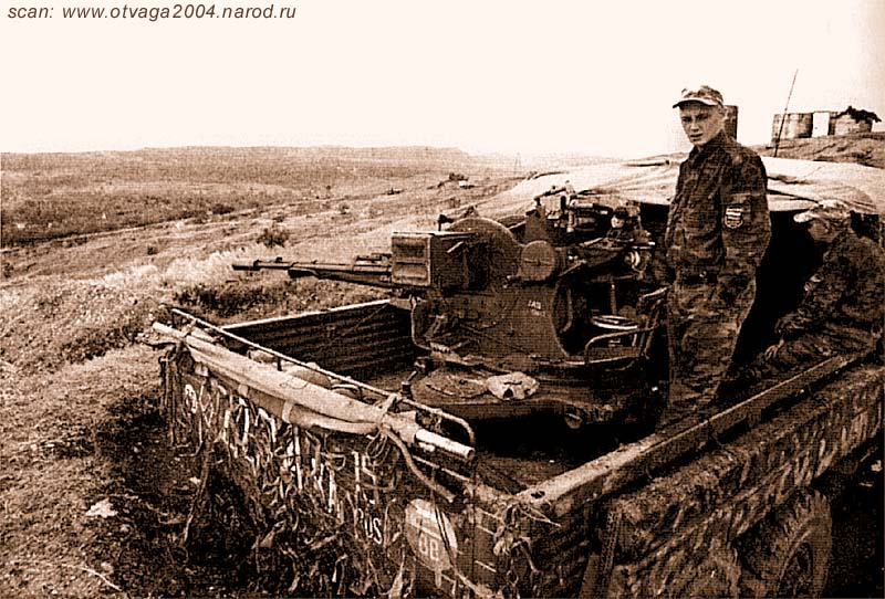 Урал-4320 с ЗУ-23 бригады ВВ на позиции. Хорошо видно размещение ЗУ-23 (колесный ход снят), дополнительную защиту расчета обеспечивают шпалы на бортах кузова. Чечня, 2002 год