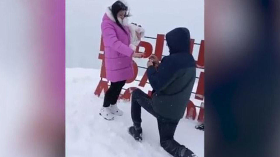 Мужчина позвал любимую замуж на горе в Домбае за минуты до смертельной лавины