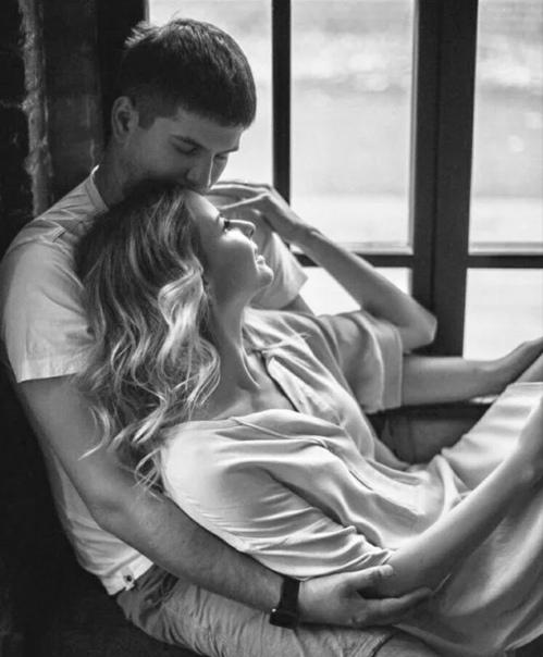 Константин Крамар Твоя нежность - самая нежная;твои письма - самые тёплые..Я с тобой - неизменно прежняя;я с тобой - очень-очень добрая..Мне к тебе постоянно хочетсяи влечёт, и магнитит, и