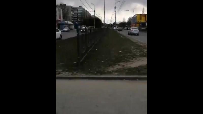 Доброго дня публикуйте пожалуйста этот светофор на улице Новосёлов не работает больше два месяца и хочу узнать у администрации