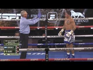Два левых хука Оскара Вальдеса отправляют Мигеля Берчельта во второй нокдаун (9-й раунд)