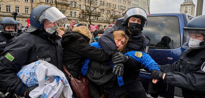 Демонстрация Либкнехт-Люксембург. Как в фашистские времена