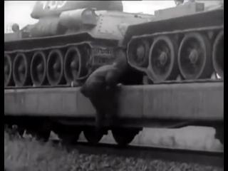 Как Т-34 выгружали с платформ