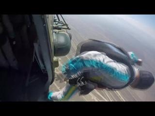Минута, две, три, четыре, пять... И полетели! На видео парашютисты Центра парашютной подготовки Вооруженных Сил Республики Казах