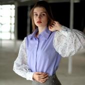 Лавандовая блузка CHASTO с рукавами из батиста в цветочек