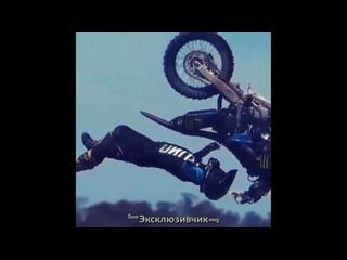 Трюки на мотоциклах 💣
