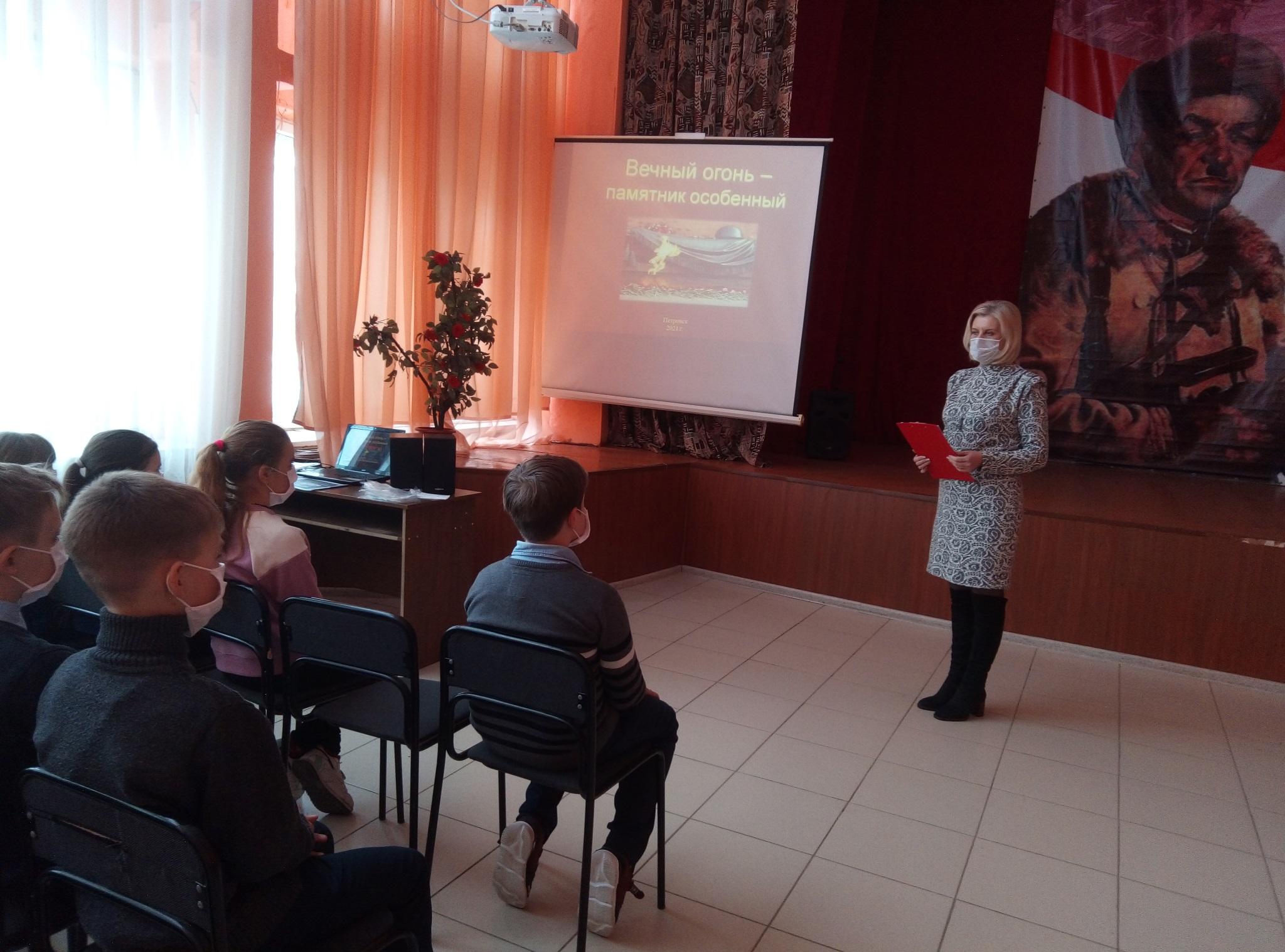 В Петровске общественники рассказали школьникам об ответственности за совершение актов вандализма