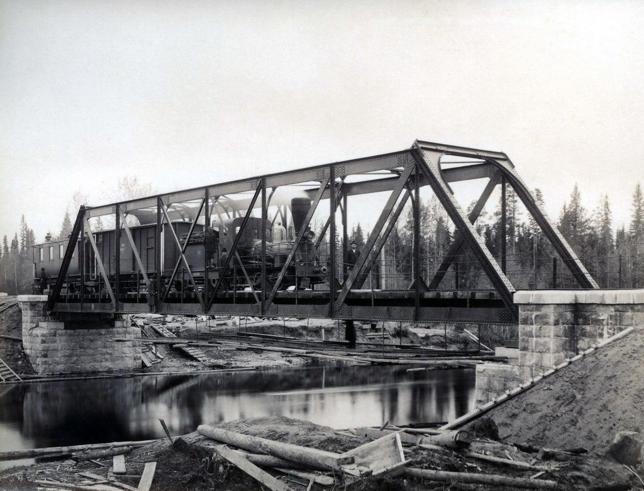 Железнодорожный мост через речку Вандыш в Коношском