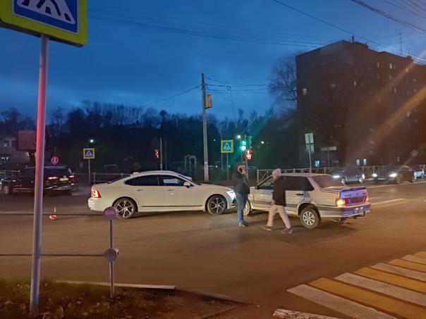 Авария на ул.Мира (20 января) Там дорога вся в про...