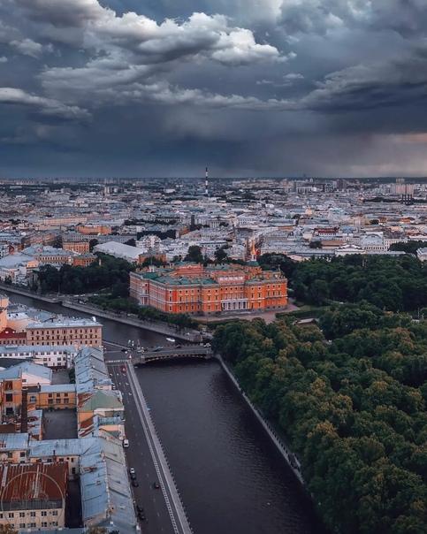 Вид на Михайловский Замок 🖤🌿👑📷andrei_mikhailov...