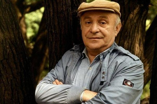 Ролан Антонович Быков (настоящее имя – Роланд Анатольевич Быков) – выдающийся советский и российский актёр