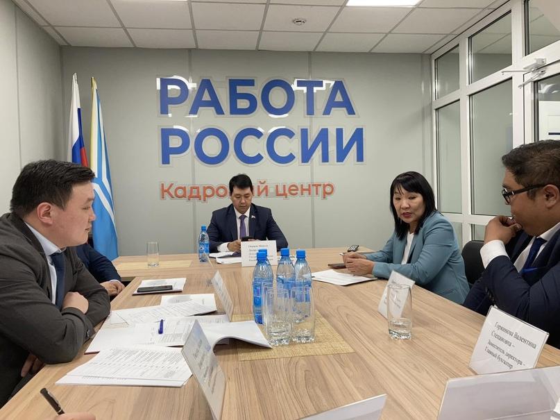 В Кадровом центре г. Кызыла прошла рабочая встреча с участием депутата Госдумы М...