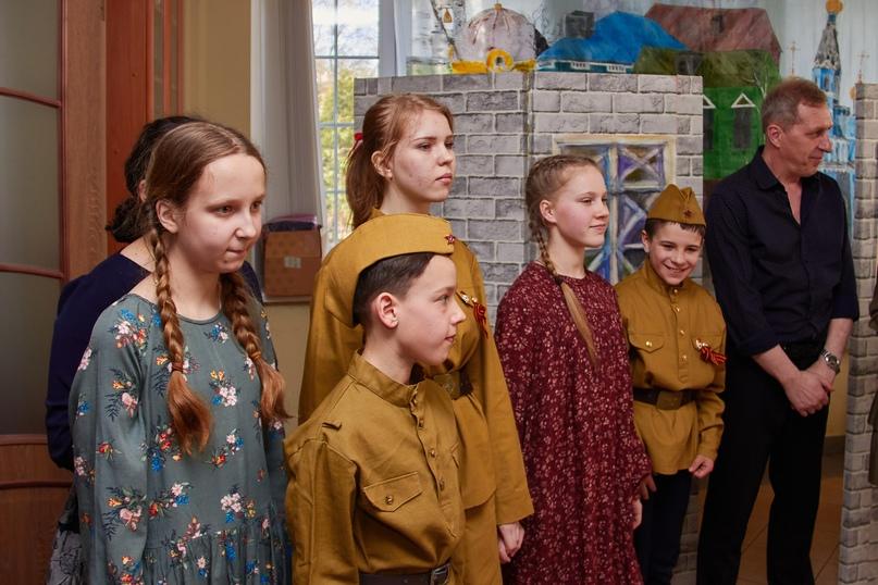 «Эхо вашего голоса – это мы». 9 мая в Воскресной школе Владимирского собора говорили о войне, изображение №33