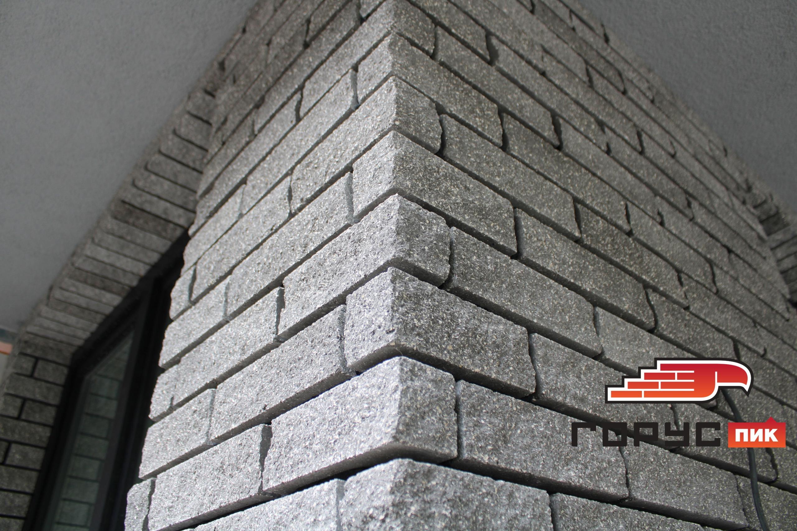 Процесс облицовки банного комплекса в городе Самара плиткой и еврокирпичом