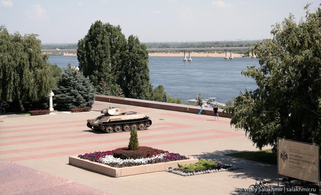 Набережная около музея Сталинградская битва