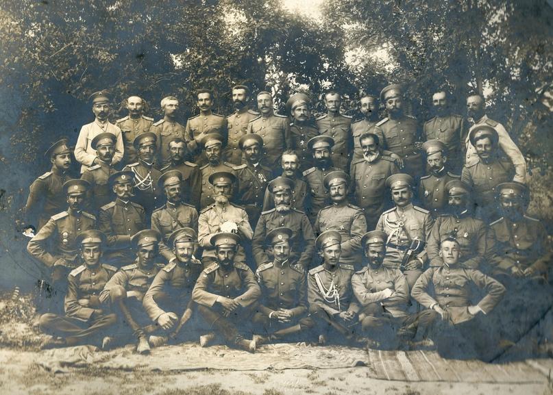 Штабс -капитан Петр Георгиевич Корнилов (в последнем ряду, второй слева) среди офицеров 1-го Туркестанского стрелкового полка. Лето 1914 г., г.Ташкент.