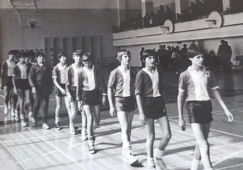 Андрей Тюменцев (крайний справа), Игорь Чумак (седьмой справа)