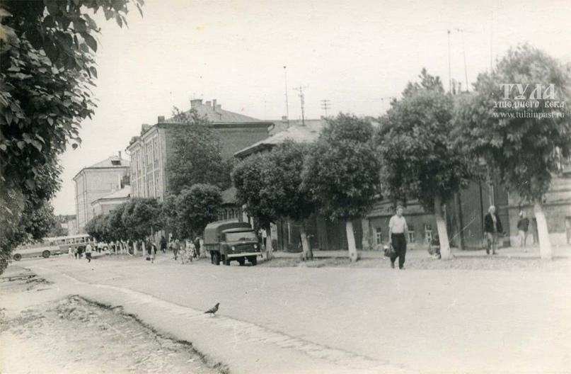 #etotula Улица Каминского в 1968 году. Фото - Ивана Минаева. Одно из зданий - бывший дом... [читать продолжение]