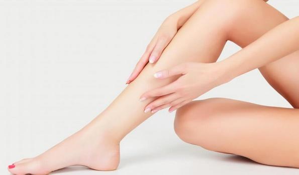 Клиника лазерной эстетической медицины предлагает услуги, которые уменьшают появление сосудистых звездочек на ногах.