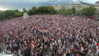 Manifestants en nombre contre le pass sanitaire - Paris - 24/07/2021 [VUE AÉRIENNE][4K]