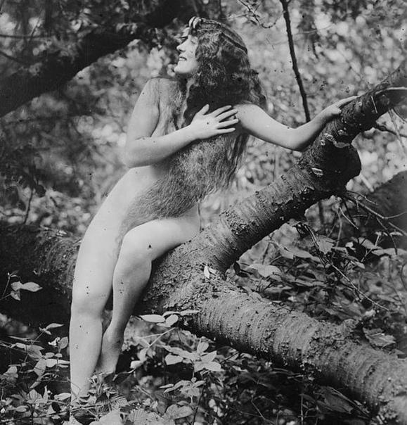 АННЕТТ КЕЛЛЕРМАНН: ПЕРВАЯ ОБНАЖЕННАЯ АКТРИСА ГОЛЛИВУДА И ПЛОВЧИХА ХОТЬ КУДА Аннетт Келлерманн была феноменальной женщиной: она первой снялась полностью обнаженной для Голливуда и первой в