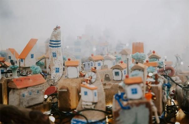 Питерский художник Павел Брат постоянно живет в Черногории Во многих своих проектах он затрагивает тему осознанного потребления. Не стала исключением и последняя инсталляция: Павел собрал на