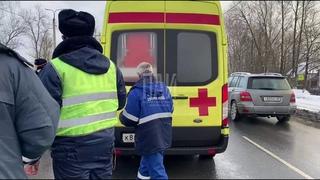 Женщина попала под колёса автомобиля в Пскове