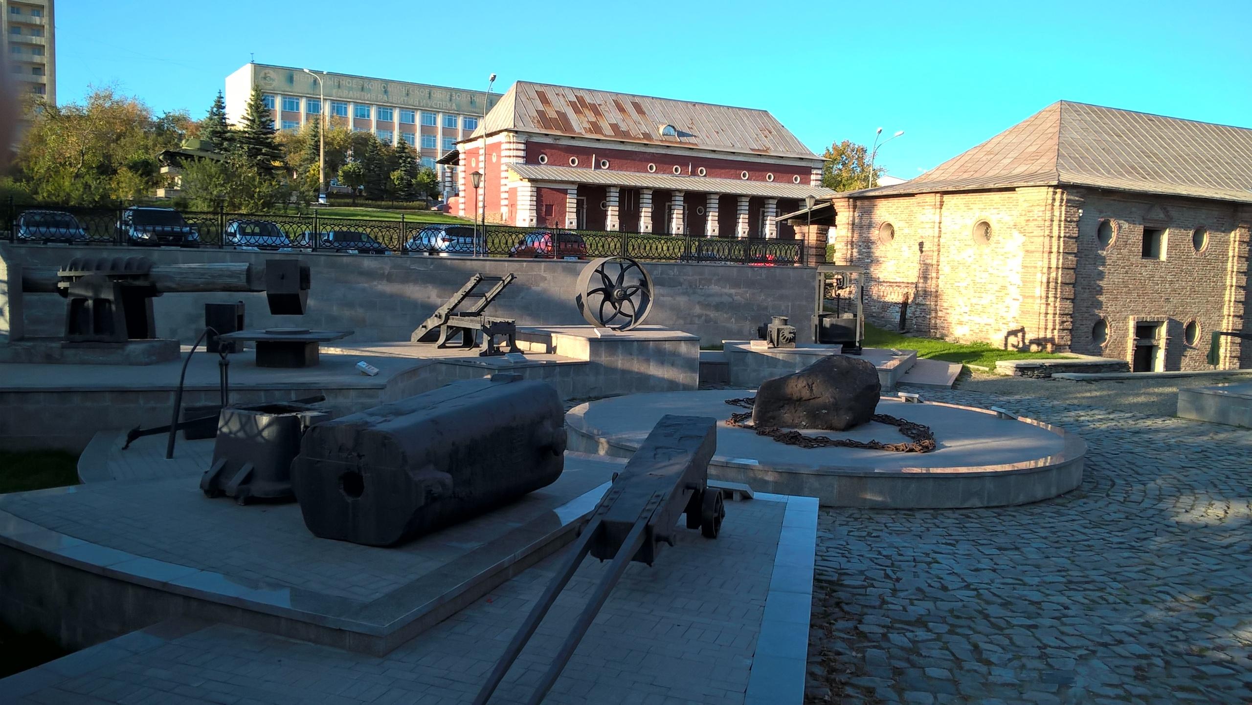 """музеи на """"центрально-музейной площади"""" в Тагиле"""
